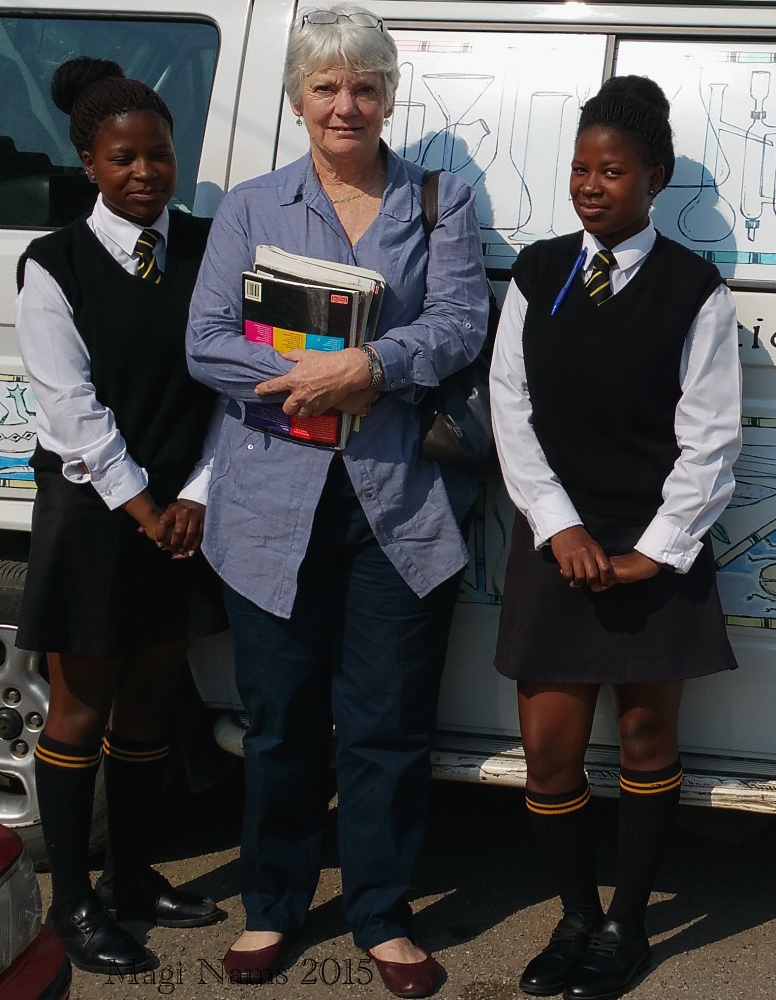 Cheryl Craig and Nombulelo Secondary School Students (© Magi Nams)