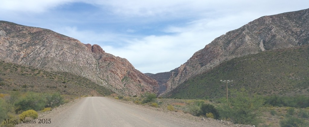 Six Months in South Africa: Swartberg Pass: Approaching Swartberg Pass from the West (© Magi Nams)