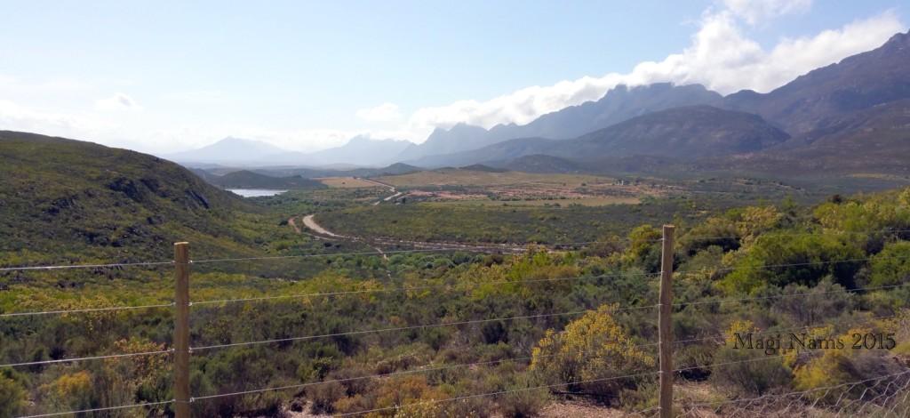 Six Months in South Africa: Cloetes Pass: Southern Klein Karoo near Foothills of Langeberg Mountains (© Magi Nams)