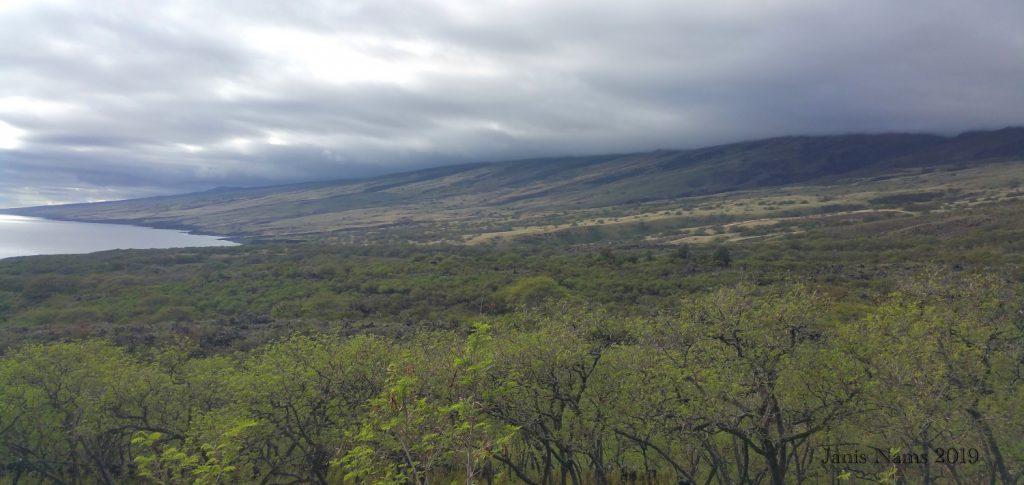 Exploring America: Maui, Hawai'i: Haleakalā's southwest slope viewed from Pi'ilani Highway (© Jānis Nams)