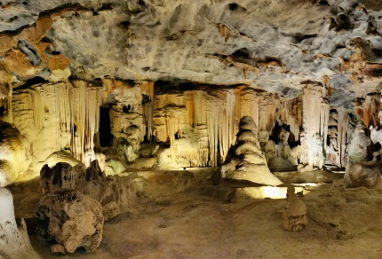 Six Months in South Africa: Cango Caves: Botha's Hall in Cango Caves (© Vilis Nams)
