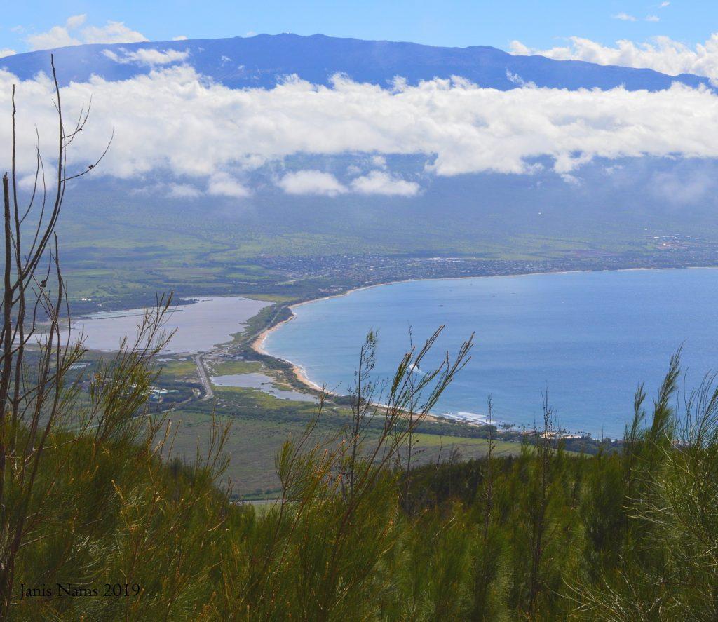 Hiking in America: West Maui Mountains, Hawai'i: Haleakalā, seen from Lahaina Pali (© Janis Nams)